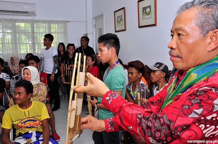 Indonesian consul leads cultural exchange