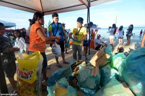 Beach-goers clean Sarbay