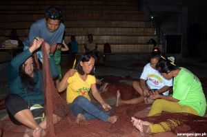 Women learn fishnet-making