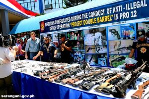 Confiscated FAs presented to PNP chief