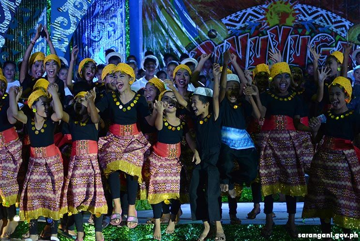 Malalag central wins chorale contest