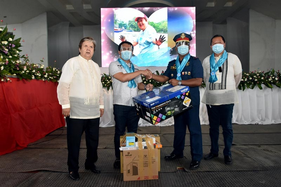 Rep. Pacquiao donates computer set to maritime police in Glan