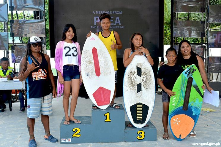 Women skimboarding winners