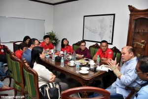 Gov. Solon confers with PNRC execs
