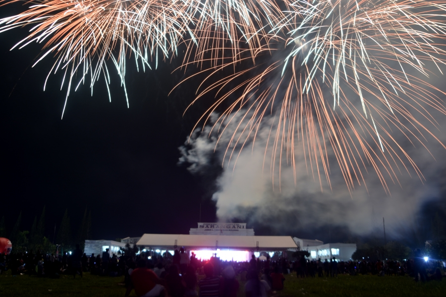 Fireworks display closes Munato Festival