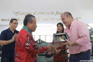Gov. Solon gets token from Indonesia