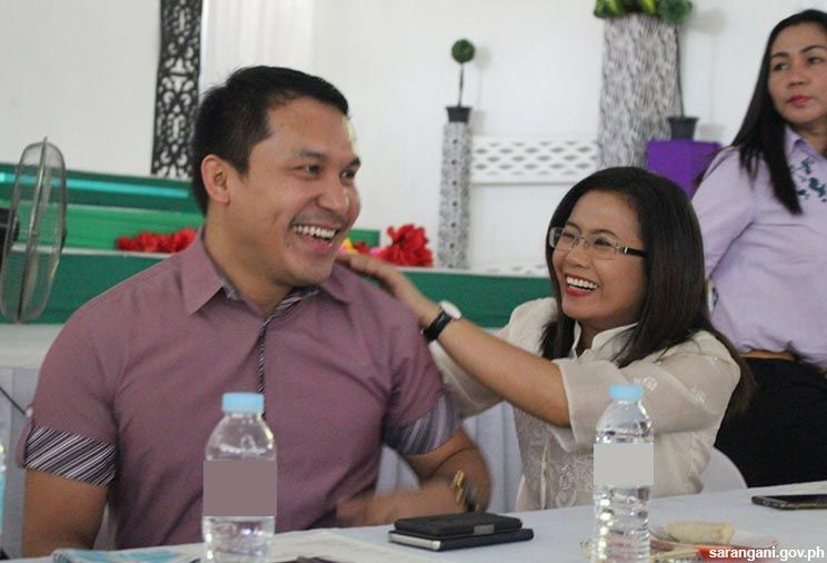 Pacquiao, Constantino celebrate with women