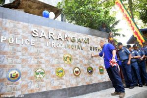 Gov. Solon, police officers unveil units seal