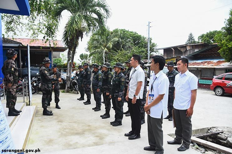 PNP IAS inspects troops
