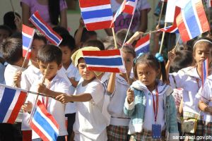Pupils welcome Thai delegation