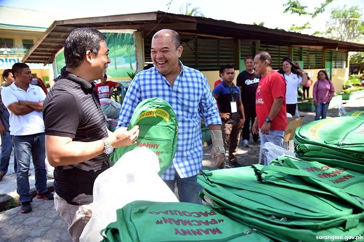 Distribution of school bags from Sen. Pacquiao