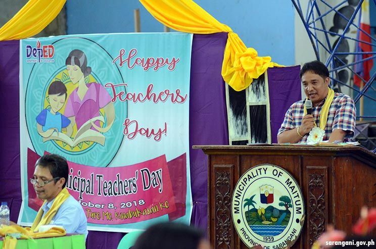 Mayor Reganit lauds teachers