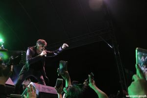 Munato presents Callalily live